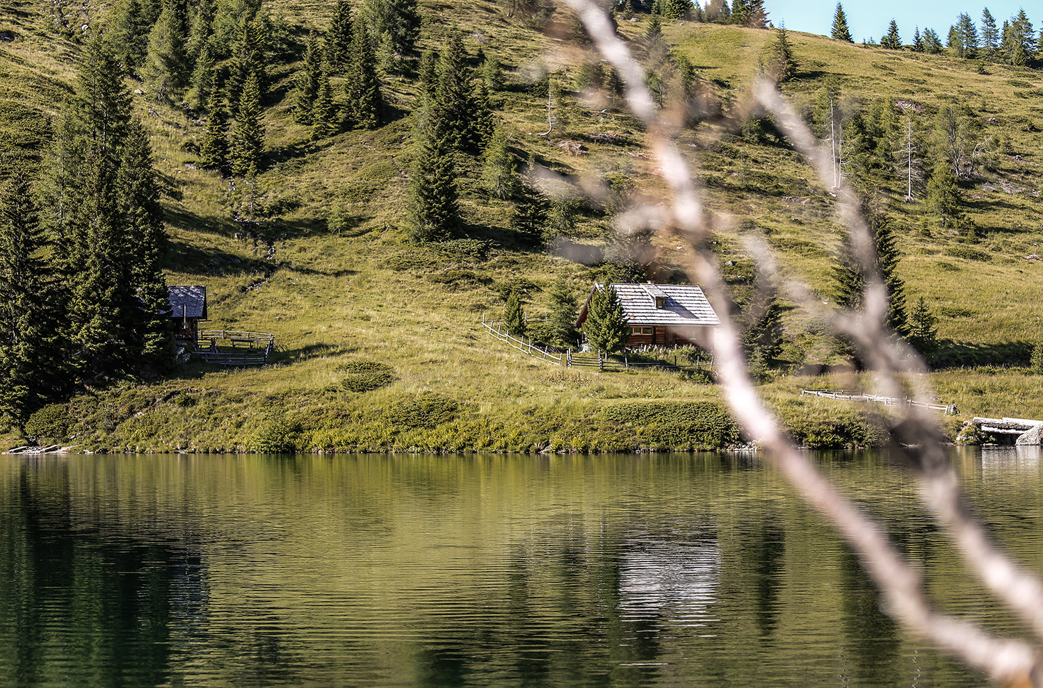 Alpine hut on the mountain lake - holiday in the Austrian mountains
