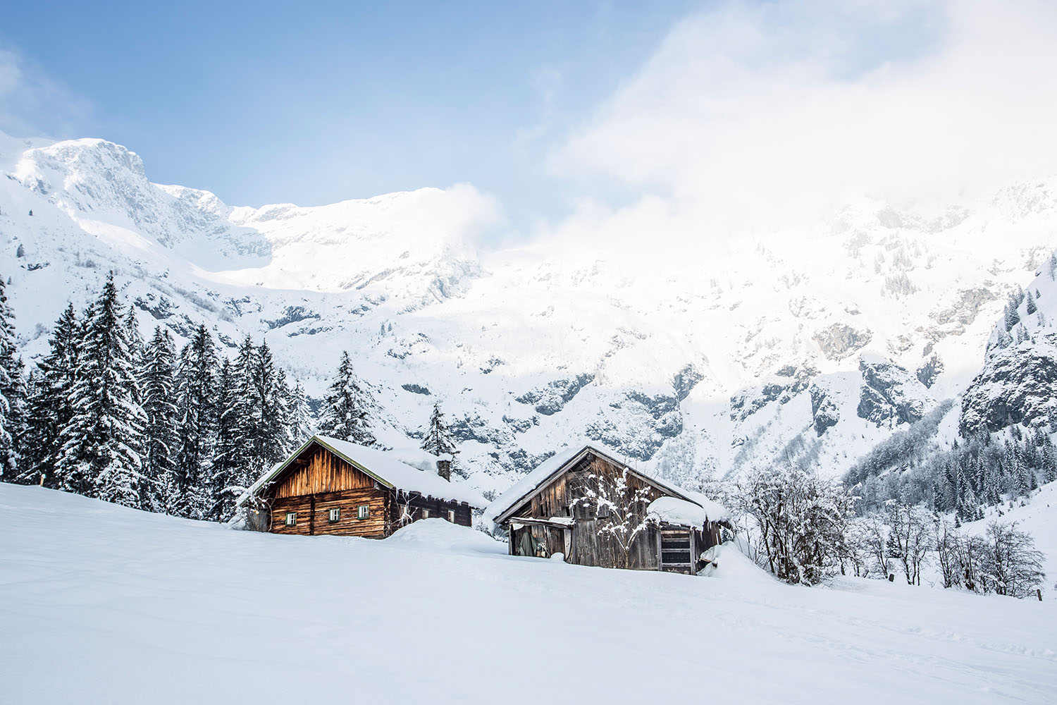 Ski touring and snowshoeing in Salzburg during the winter months